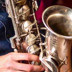 Саксофонист на мероприятие!